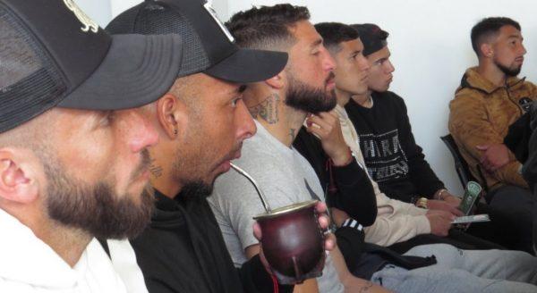 """Corporación Wanderers dicta charla de """"wanderinización"""" a jugadores del Decano"""