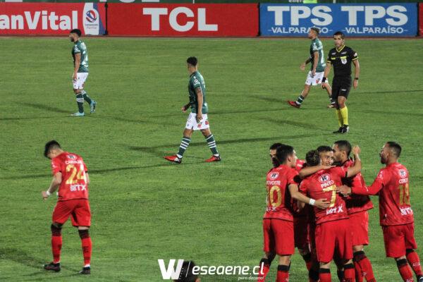 Santiago Wanderers no logra levantar la cabeza y cae agónicamente ante Ñublense