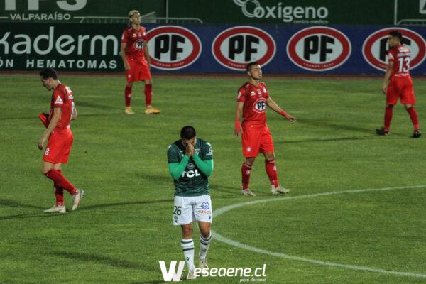 El joven Santiago Wanderers cayó ante Unión La Calera en un accidentado encuentro.